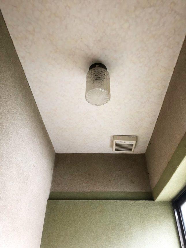 お気に入りのクロス「タイミ」とアイアン小物で温かみのあるトイレ空間に