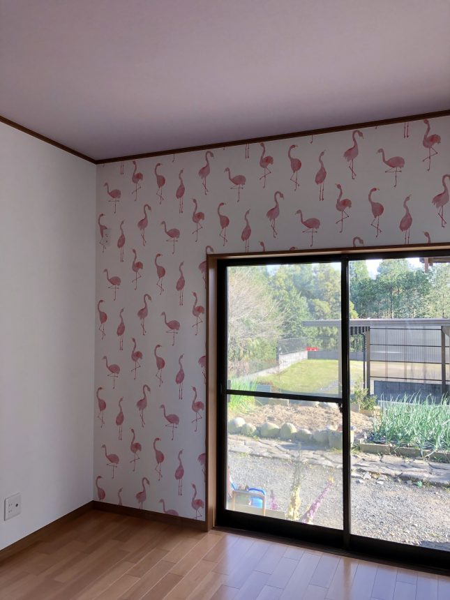 フラミンゴ:FE6390 天井:FE6053 サンゲツ 子供部屋