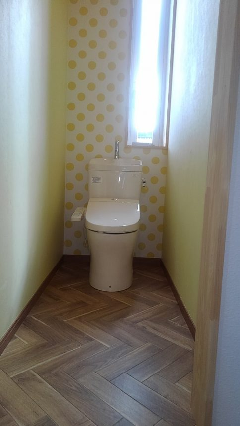トイレ内装 トイレリフォーム ヘリンボーン