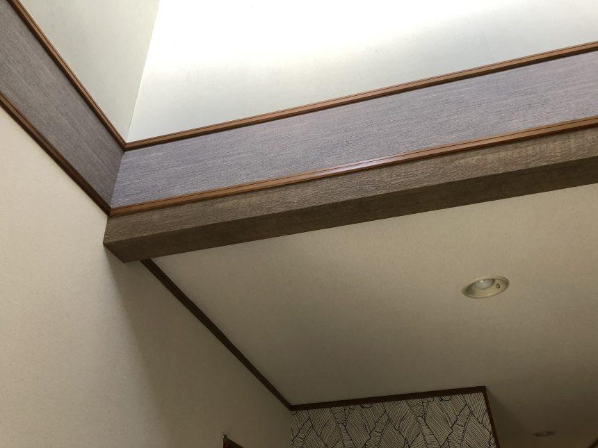 玄関内装工事 クロス貼替え 内装工事 ネコと暮らす