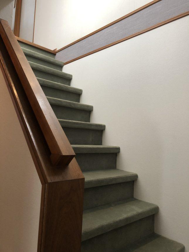 階段絨毯 絨毯張替え 階段リフォーム 内装工事